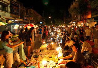 Chiang_Mai_Walking_Street